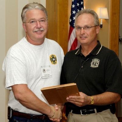 2006 Lawrence W. Tuck IN-IAAI Investigator of the Year award recipient is Chuck Lake (L).
