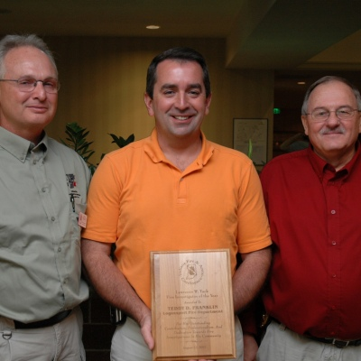 2007 Lawrence W. Tuck Investigator of the Year Award recipient Teddy D. Franklin (center)