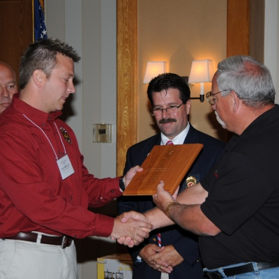Scott McDowell receives the 2008 Investigator of the Year award from Steve Shand.