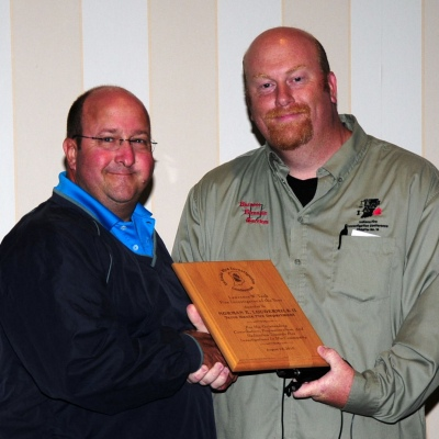 2010 Investigator of the Year Norman Loudermilk (R) received the award from IFIC Chairman, Jason Barnett.