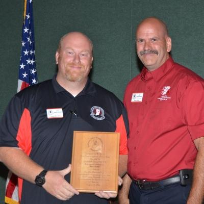 David Kloss(R) presenting Jason Barnett (L) with the 2014 Lawrence W. Tuck Investigator of the Year Award.