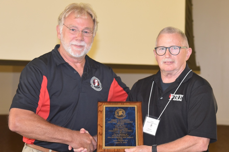 Terry King presents the 2018 IN-IAAI Lifetime Achievement Award to Greg Gates (R).